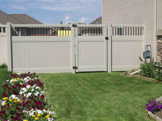 Gate designs vinyl fence
