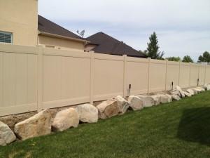 high-wind-vinyl-fence