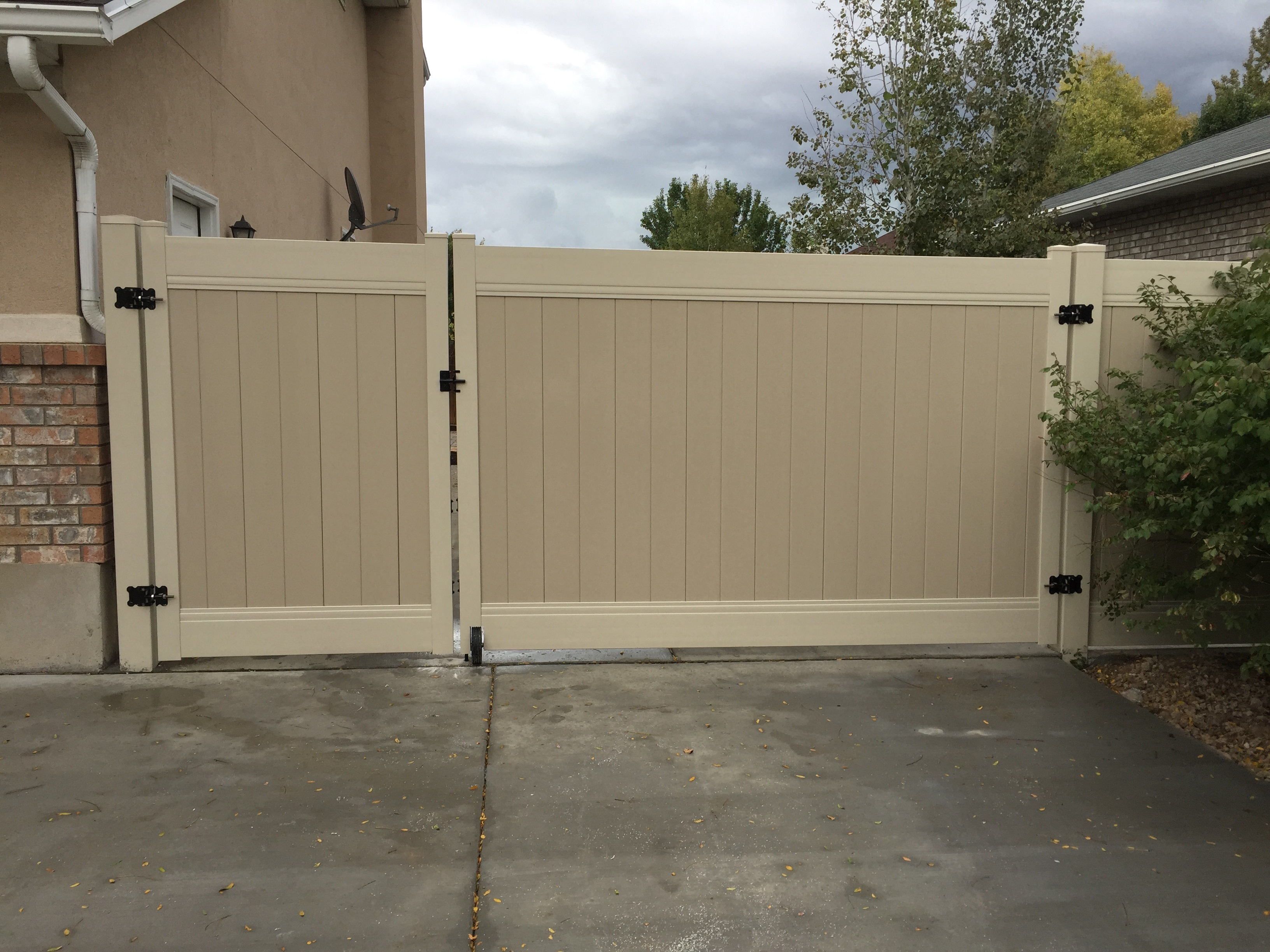 Vinyl Fence Gate For Vinyl Fence Gate Steel Framed Gates From Crown Vinyl Fence Syracuse Layton