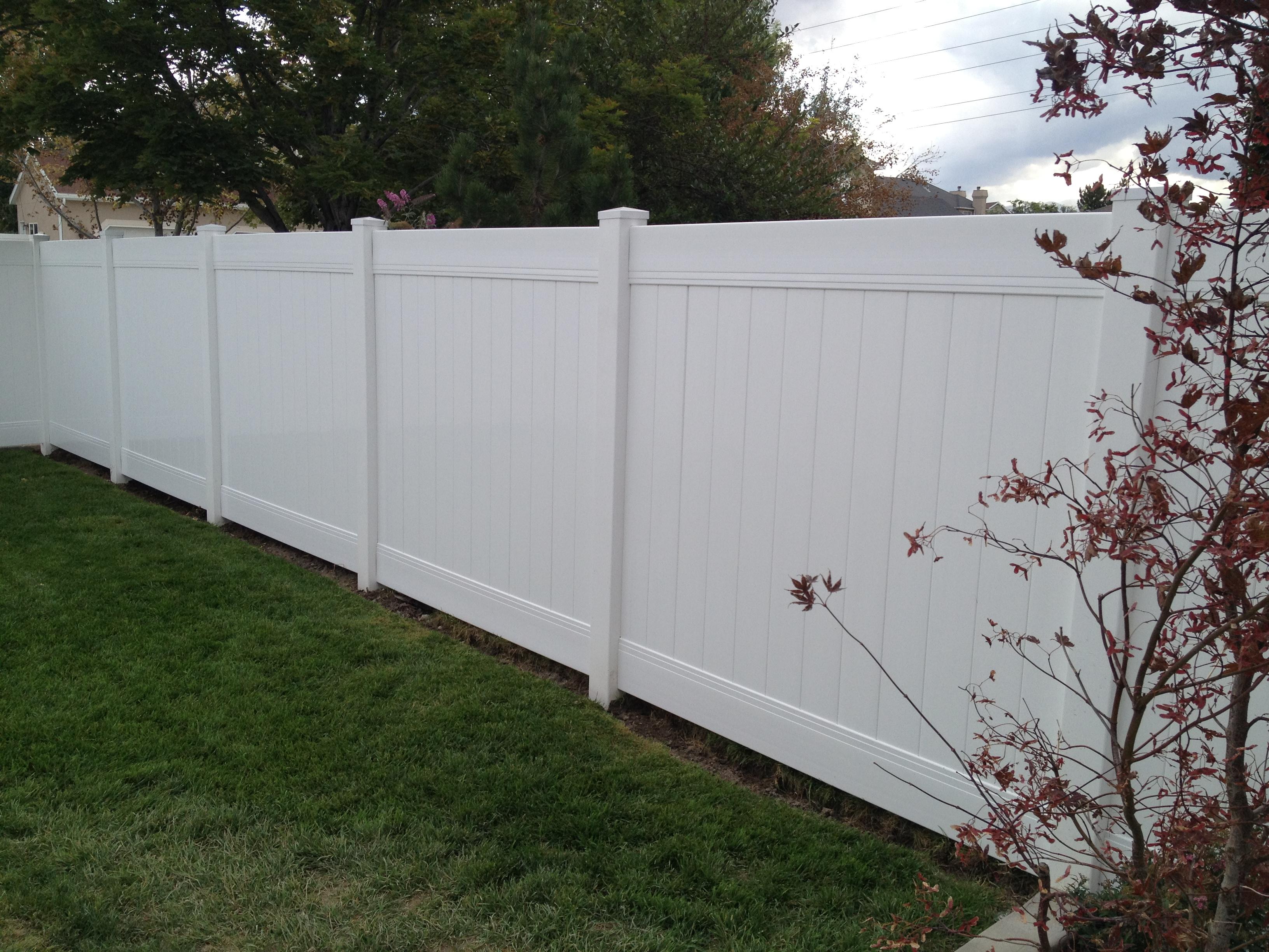 white-vinyl-fence