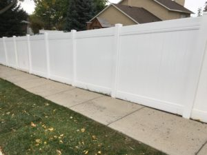 crown-vinyl-fence-high-wind-privacy