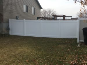 crown-vinyl-high-wind-privacy-fence